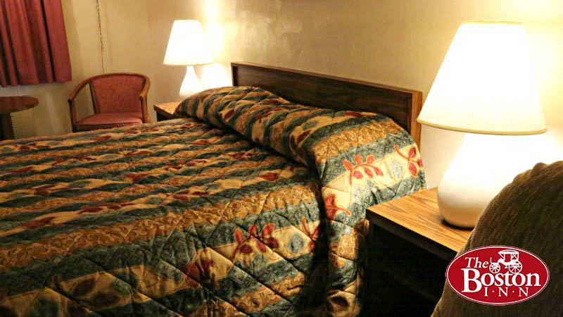 deluxe-king-size-bed-room